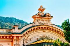 Decoração de uma construção em Montreux imagens de stock