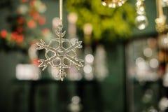 Decoração de vidro transparente da árvore de Natal do floco de neve Foto de Stock Royalty Free