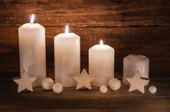 Decoração do advento com velas Fotos de Stock Royalty Free