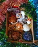 Decoração do ano novo e do Natal na caixa fotografia de stock