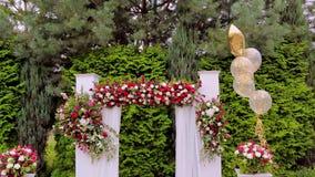 Decoração do arco da flor do casamento Arco do casamento decorado video estoque