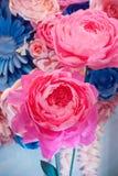 Decoração do casamento das flores para a cerimônia no restaurante Foto de Stock