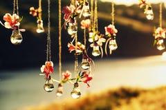 Decoração do casamento das lâmpadas e das cores Imagem de Stock Royalty Free