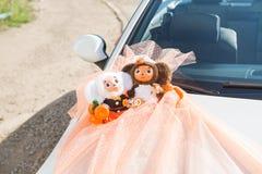 Decoração do casamento no carro Imagens de Stock Royalty Free