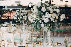 Decoração do casamento nos tons verdes brancos Imagem de Stock