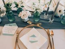 Decoração do casamento Tabela ajustada no casamento foto de stock royalty free