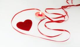 Decoração do coração e da vela para o dia de Valentim Fotos de Stock
