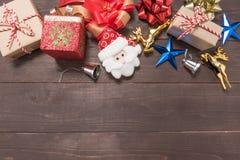 Decoração do dia de Natal no fundo de madeira com vazio Fotografia de Stock Royalty Free