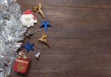 Decoração do dia de Natal no fundo de madeira com vazio Foto de Stock