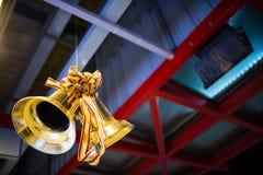 Decoração do Natal Bels douradas e fita (sino) Imagens de Stock