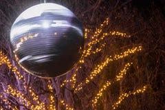 Decoração do Natal, colocação original com luzes na rua imagem de stock