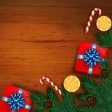 Decoração do Natal com árvore de abeto, presente, bastões de doces em de madeira Fotografia de Stock Royalty Free