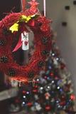 Decoração do Natal com a árvore de Natal no fundo imagem de stock