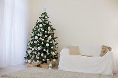Decoração 2018 do Natal com árvore e presentes de Natal Fotografia de Stock Royalty Free