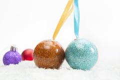 Decoração do Natal com as bolas na neve Fotos de Stock Royalty Free