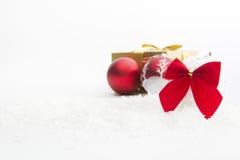 Decoração do Natal com as bolas na neve Imagens de Stock