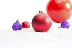 Decoração do Natal com as bolas na neve Foto de Stock Royalty Free