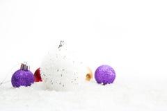 Decoração do Natal com as bolas na neve Imagem de Stock