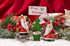 Decoração do Natal com cláusulas e cumprimentos de Santa fotografia de stock