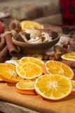 Decoração do Natal com fatias de laranjas secadas Imagem de Stock