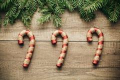 Decoração do Natal com fundo de madeira Fotos de Stock Royalty Free