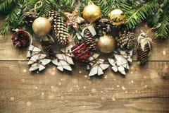 Decoração do Natal com fundo de madeira Imagens de Stock