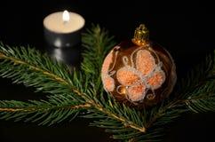 Decoração do Natal com o galho do abeto vermelho Fotografia de Stock Royalty Free