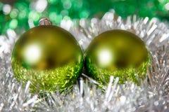Decoração do Natal com os balões multicoloridos no fundo brilhante Foto de Stock Royalty Free