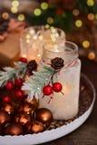 Decoração do Natal com os frascos geados feitos a mão para velas Fotografia de Stock