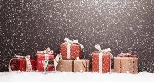 Decoração do Natal com presentes Fotos de Stock Royalty Free