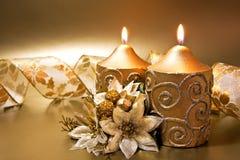 Decoração do Natal com velas e fita imagem de stock