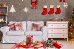 Decoração do Natal da sala de estar imagens de stock