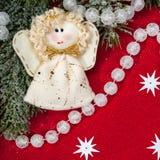 Decoração do Natal e brinquedo do anjo no vermelho foto de stock royalty free