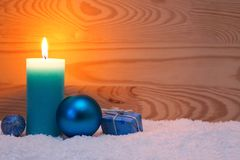 Decoração do Natal e vela azuis do advento Cartão de Natal Imagens de Stock Royalty Free