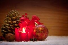 Decoração do Natal e vela do advento Fotografia de Stock Royalty Free