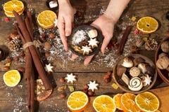 Decoração do Natal em uma tabela de madeira rústica Imagem de Stock Royalty Free