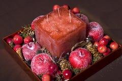 Decoração do Natal feita das maçãs e da cereja Fotos de Stock Royalty Free