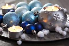 Decoração do Natal na bandeja do vintage fotos de stock