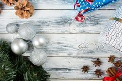Decoração do Natal na tabela de madeira Foto de Stock