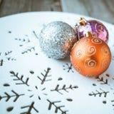 Decoração do Natal na tabela de madeira (imagem tonificada cor do vintage) Foto de Stock Royalty Free