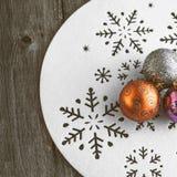Decoração do Natal na tabela de madeira (imagem tonificada cor do vintage) Foto de Stock