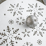 Decoração do Natal na tabela de madeira (imagem tonificada cor do vintage) Fotos de Stock Royalty Free