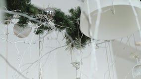 Decoração do Natal no fundo abstrato, filtro do vintage, foco macio filme