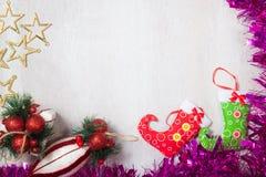 Decoração do Natal no fundo de madeira branco imagem de stock royalty free