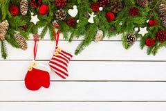 Decoração do Natal no fundo de madeira branco Imagens de Stock