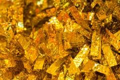 Decoração do Natal - o ouro e o ouropel amarelo do Natal são como o fundo do sumário da luz de Natal Imagem de Stock Royalty Free