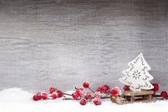 Decoração do Natal Papai Noel em um sledge Xmas do símbolo fotos de stock royalty free