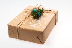 Decoração do Natal Presente em uma caixa empacotado em um envoltório Foto de Stock Royalty Free