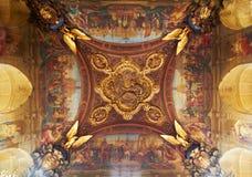 Decoração do teto no museu do Louvre, Paris, França Fotos de Stock