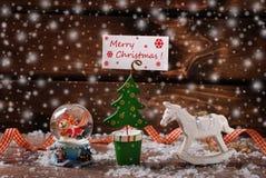 Decoração do vintage do Natal com neve no fundo de madeira Imagens de Stock Royalty Free